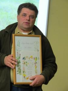 """Botāniķis Uvis Suško - ceļojošās balvas """"Gada atradums"""" ieguvējs. Foto: Julita Kluša."""
